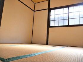 2階和室6帖 壁も畳もとてもきれいです 畳の香りが心地いいですよ♪