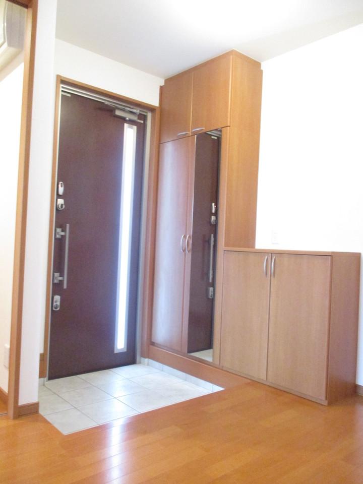 玄関横にシューズボックスがついているので、片づいた玄関がキープできます