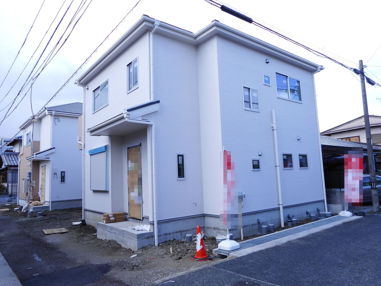 畝傍駅まで徒歩5分、 八木西口駅へ徒歩8分の便利な立地。 月々7万円台のお支払いで購入可能です。 (2018年4月上旬撮影)