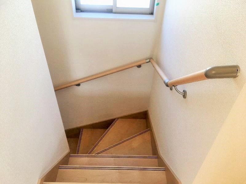 手すり付き階段です。