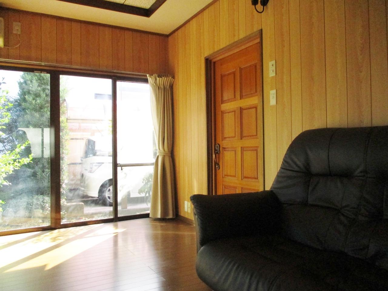 床暖房付の明るい洋室