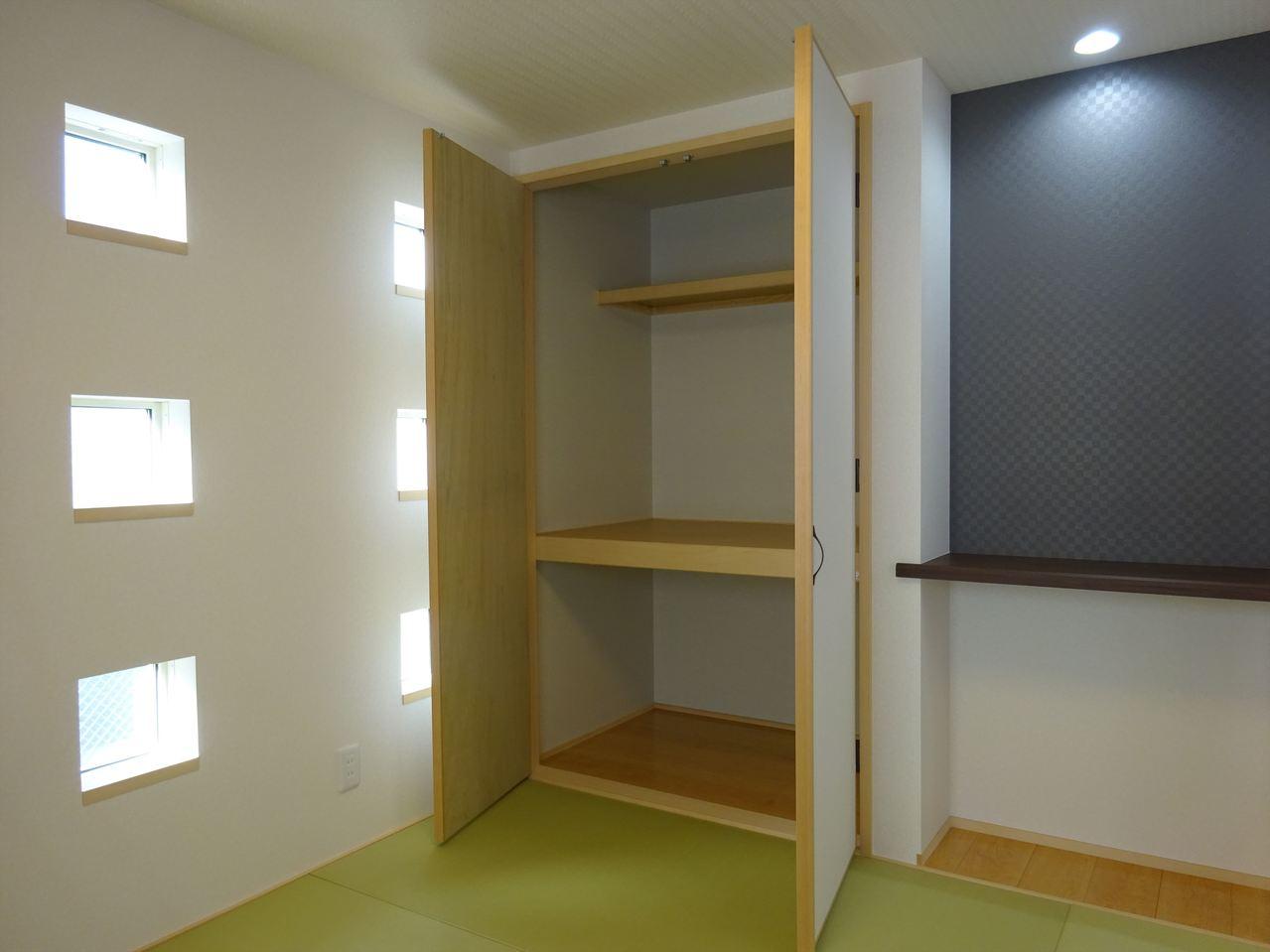 和室の収納。 小窓がオシャレすぎませんか?? こんなお家に住みたいー!