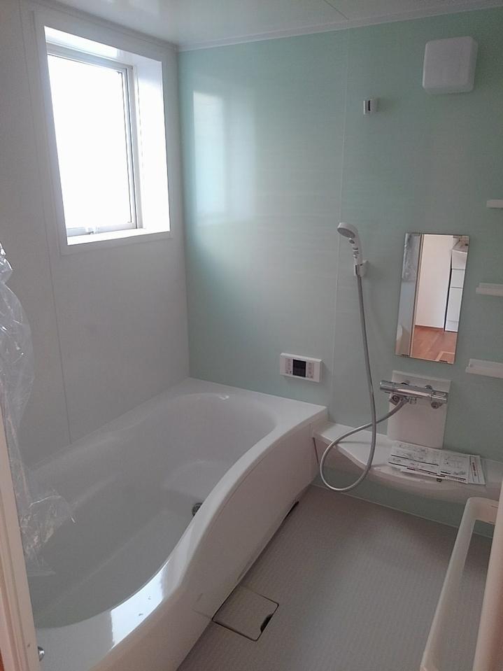 撮影2018年2月 浴室にも小窓が付いて明るいです♪ 湿気カビ対策にも良いです!
