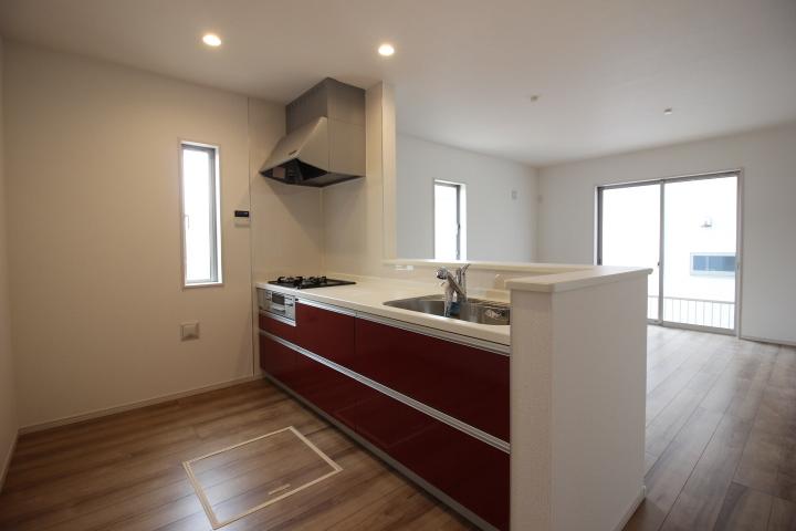 リビングの様子が見渡せる対面キッチンはとても人気です。家事時間が家族時間になります。
