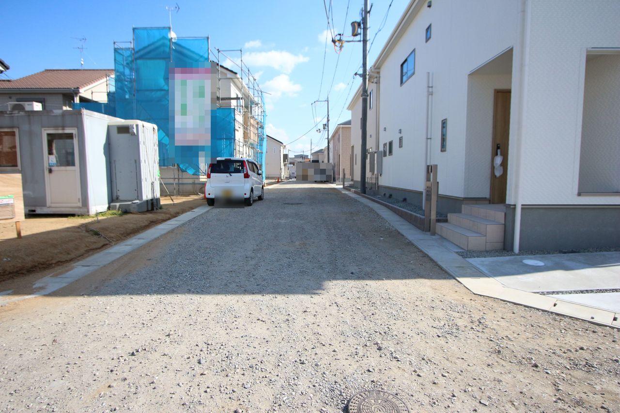 全面道路は約6mに整備されます。 大きなお車でもストレス無く出し入れ して頂けます。 並列で駐車2台可能です。