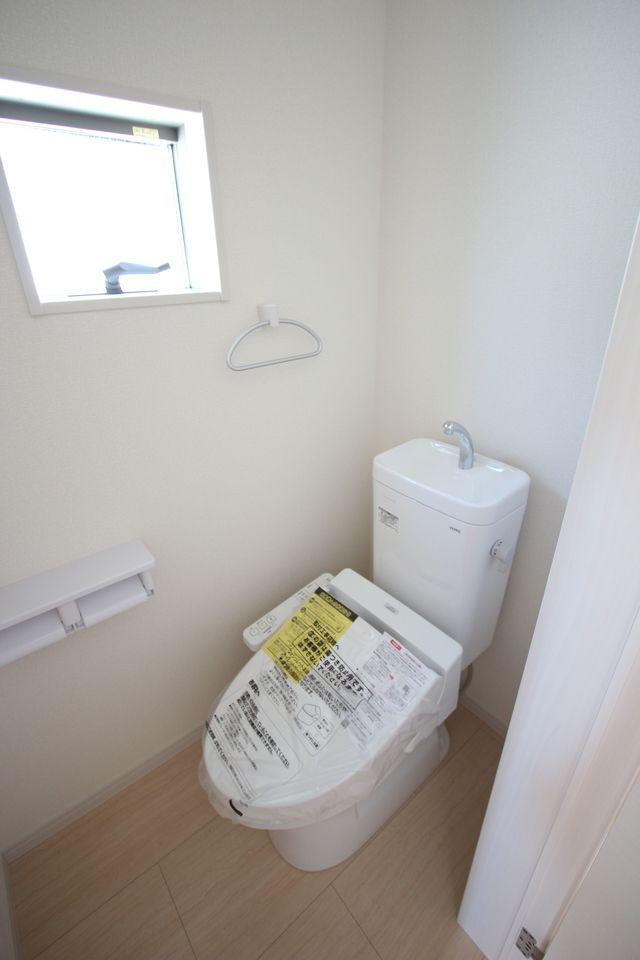 2か所のトイレは朝の混雑緩和に活躍します。 1・2階共にウォシュレット完備です。