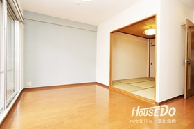 ■ 施工事例 ■ ソシエ北大阪での施工事例です♪ クロスやフローリングを変えることでお部屋の印象ががらりと変わります♪