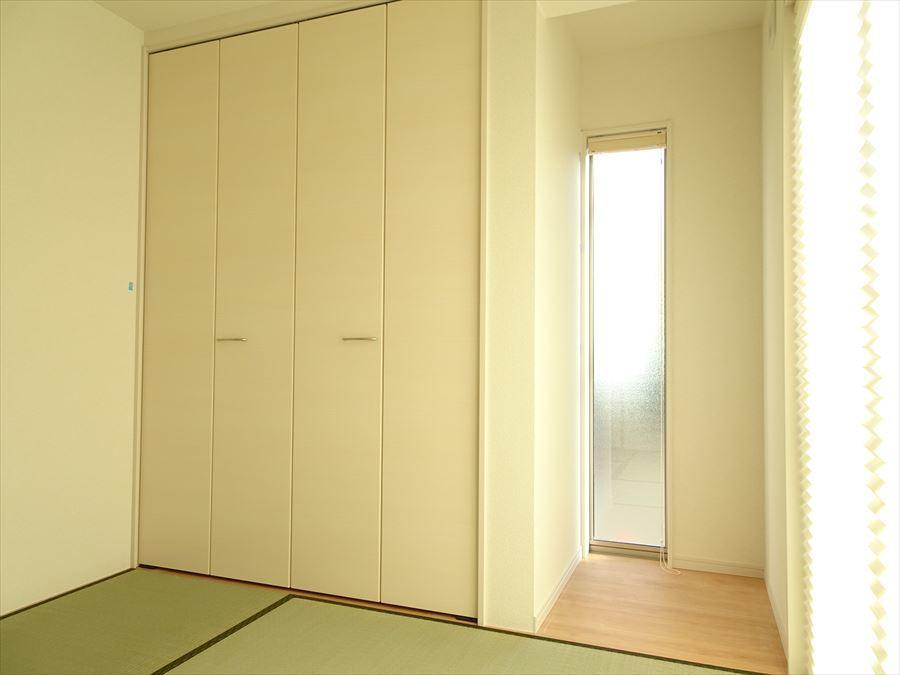 床の間には、明かり窓がありインテリアの脇役にもなってくれそう☆押入れは、奥行きがあるので収納力があります!