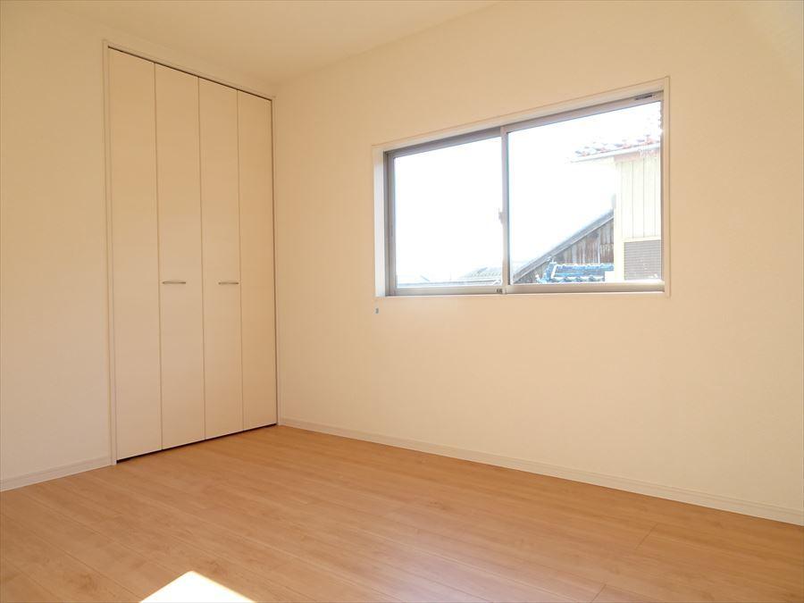 6帖の洋室です。収納完備しています。