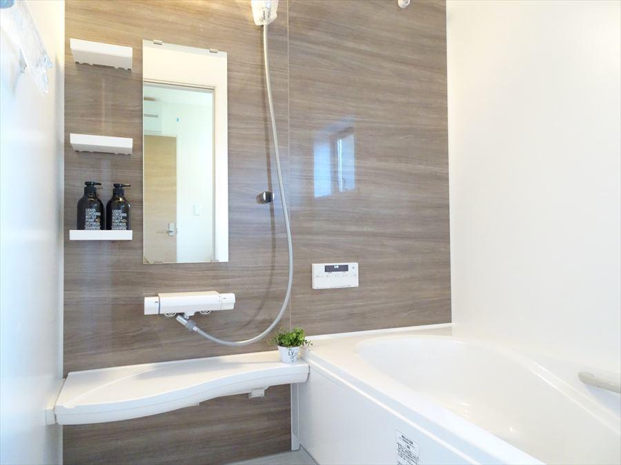 浴室暖房乾燥機付きのため、入浴前に室内を温めておくことができます!もちろん雨の日の洗濯物干しにご活用いただけます。
