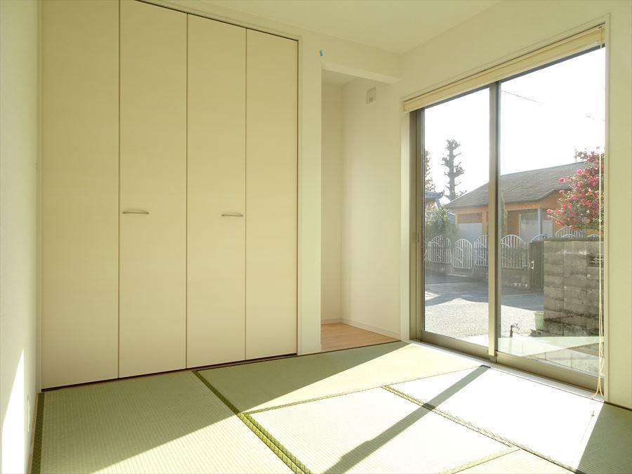南側の和室は日当たりがよく、居心地の良い居室(^^)