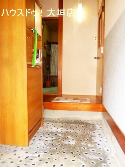 下駄箱が備わった玄関でいつでもスッキリ。