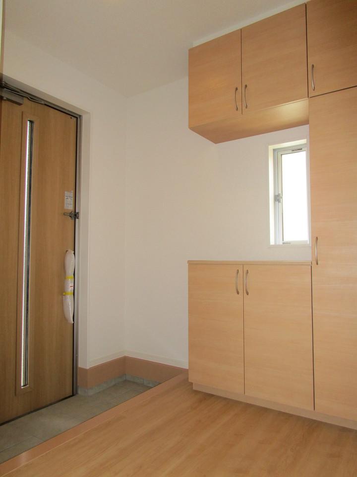 【同社施工例】玄関横にシューズボックスがついているので、片づいた玄関がキープできます
