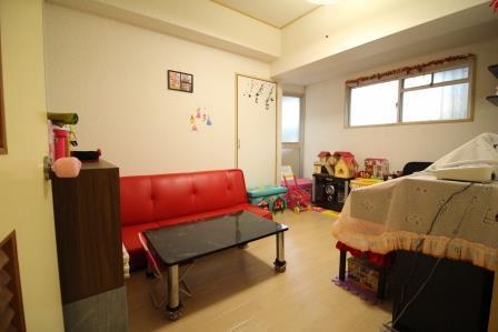 ☆洋室6帖☆ 二面採光でお部屋も明るくお使いできます♪