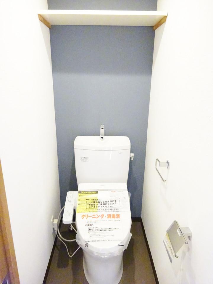 清潔感のあるトイレ。アクセントクロスがオシャレすぎます!