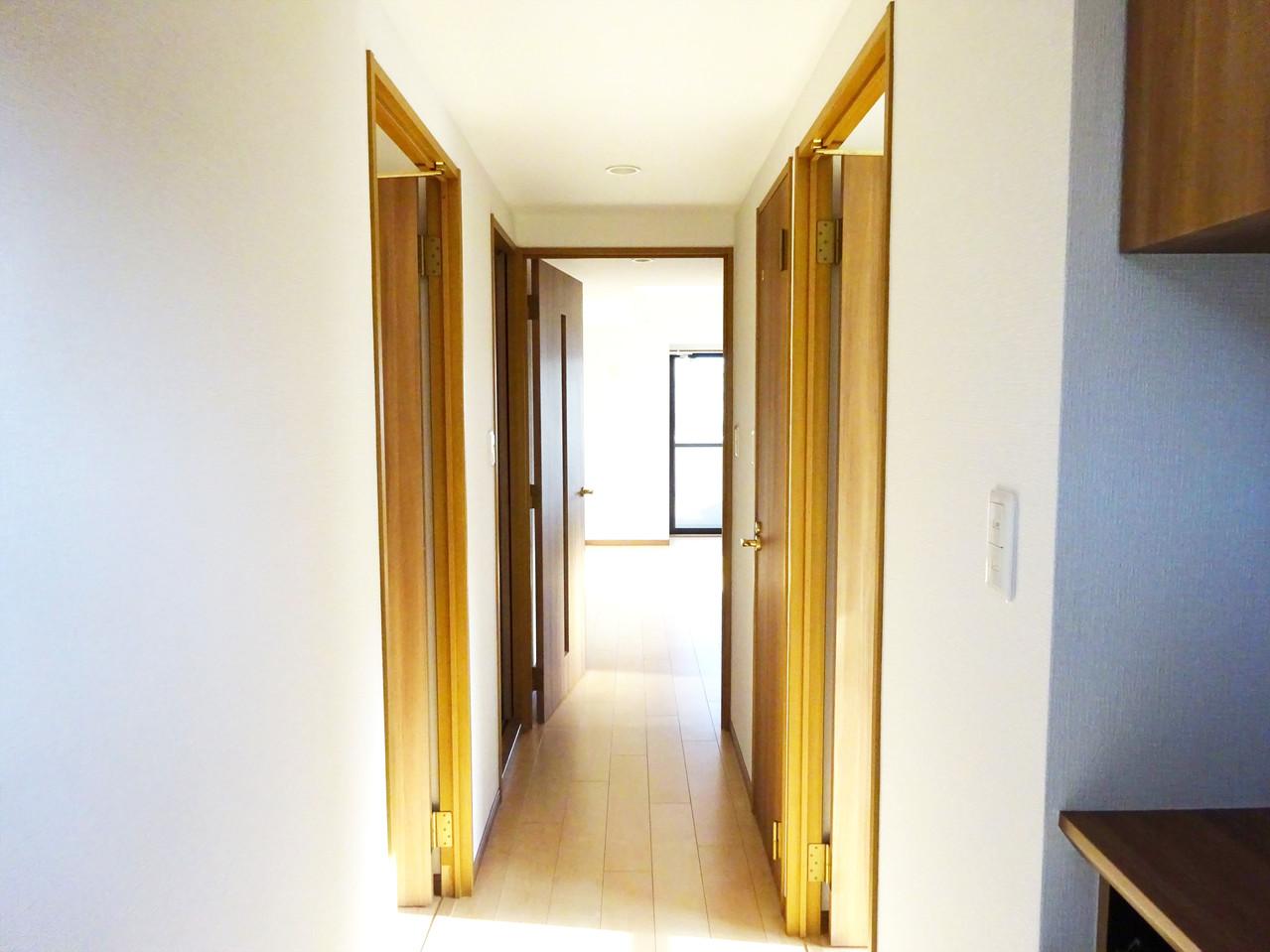 いってきます♪ただいま♪明るい声が聞こえてきそうな玄関。ナチュラルなカラーがとても清潔感のある造りです♪