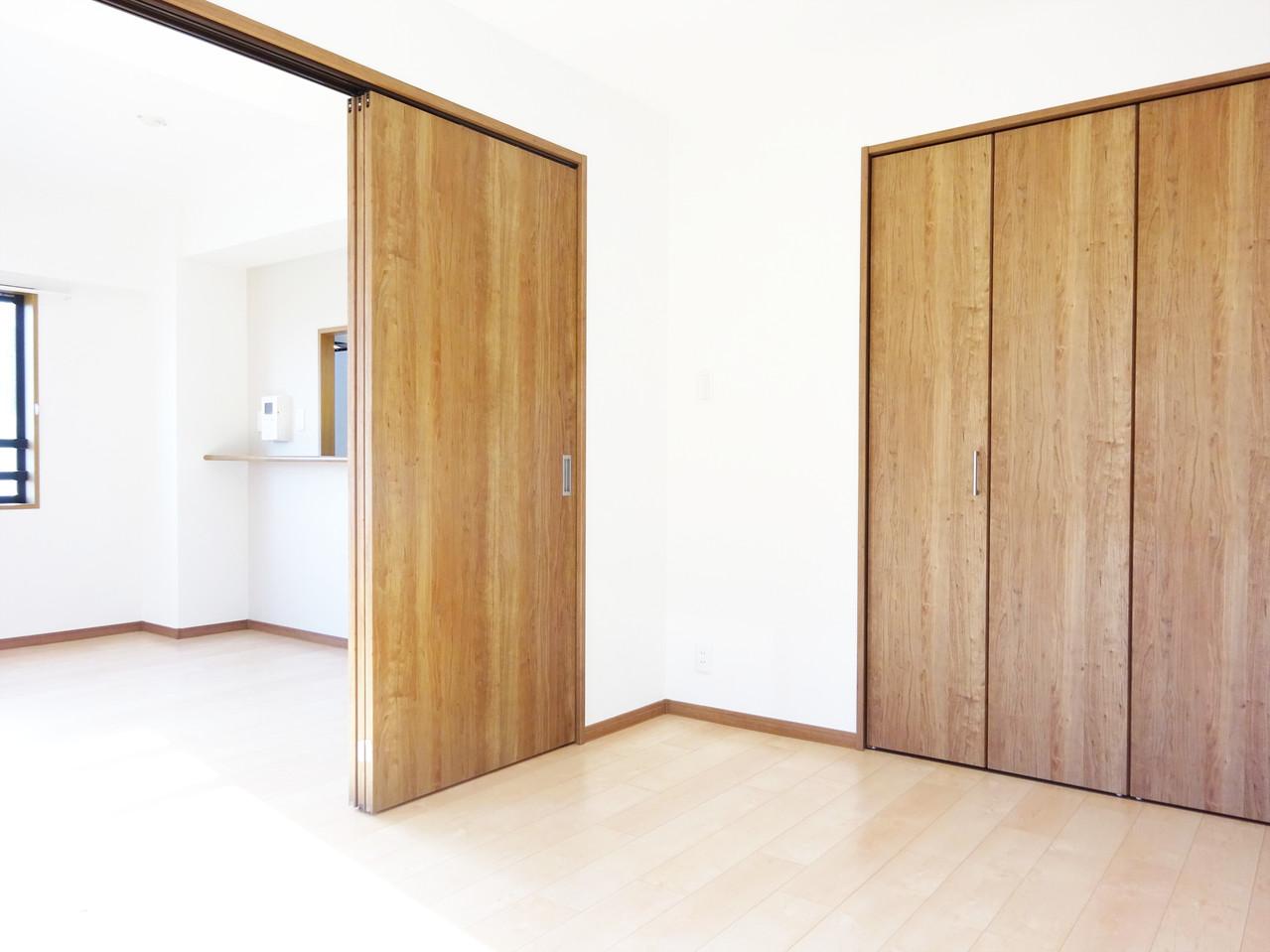 広々扉を開けて、ワンフロアーとしても利用OK。インテリア配置が楽しみですね
