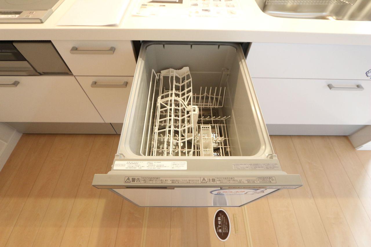 食器洗浄乾燥機を設置し、家事の負担を軽減します。 忙しい奥様に嬉しい設備ですね。