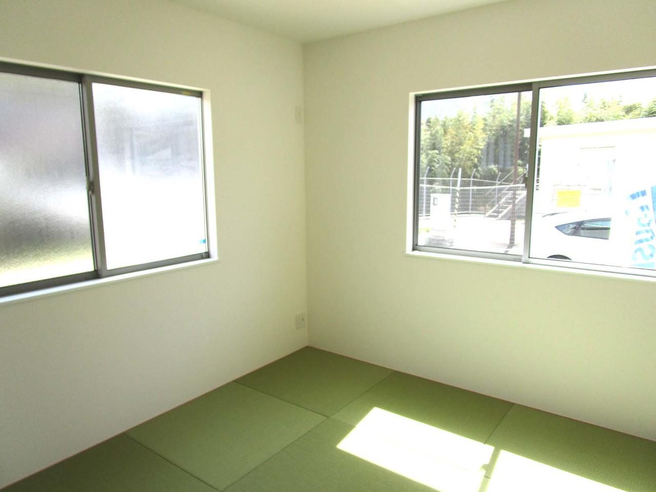 1階には和室もあります。陽当りも良く、人気の琉球畳です。