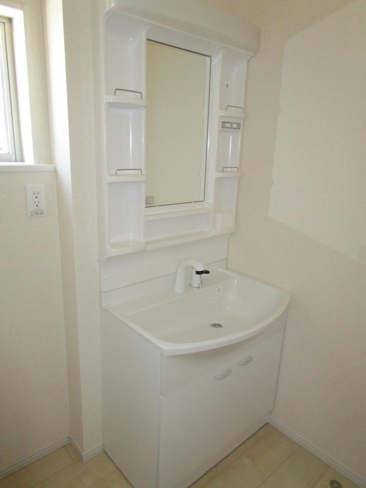 【同社施工例】シャンプードレッサー付きの洗面台で、朝のシャンプーにも大活躍!