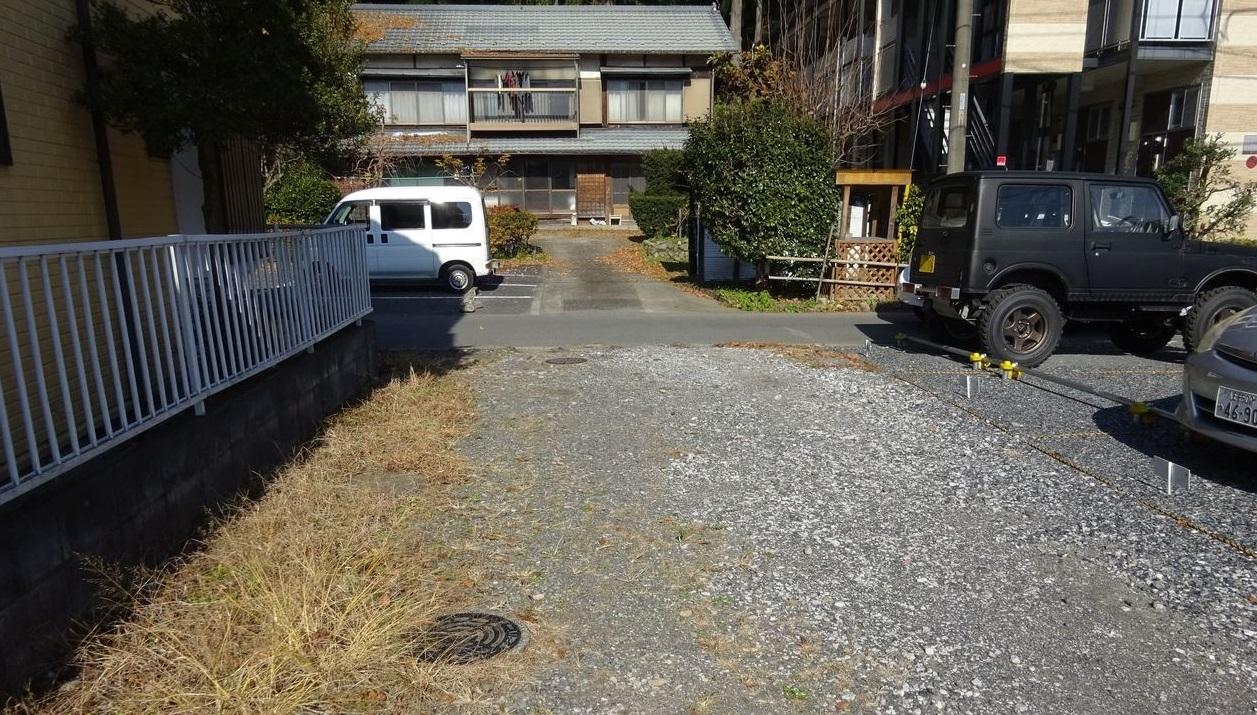 駐車スペースも4台以上あるゆとりの駐車場です♪