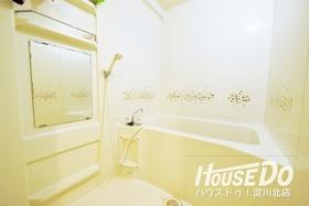 白を基調とした清潔感のある浴室♪ 毎日の疲れも癒されます♪