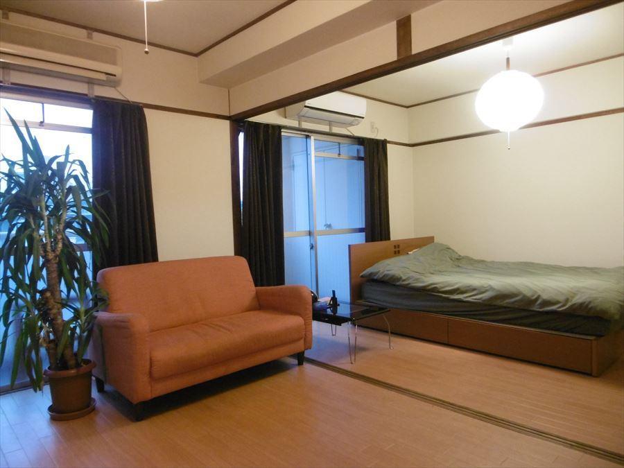 現在6帖×2部屋の洋室。南向きで明るい光と爽やかな風を取り込みます♪リフォームで間取り変更も可能です◎光の差し込むリビングにしてもいいですね(^^)