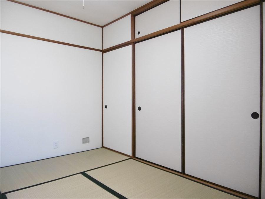 6帖の和室には収納も完備されています!フローリングに変更したい場合など、リフォームのご相談も承っております。