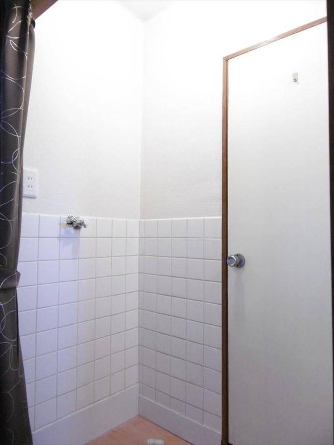 洗濯機置場は、以前バルコニーにあったものを室内に移設が完了しています!洗面部分もリフォームパックに含まれています♪