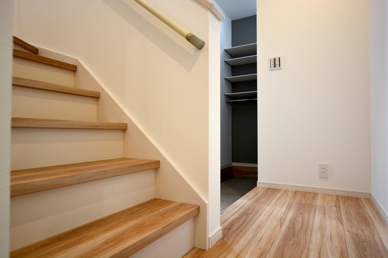 階段から玄関