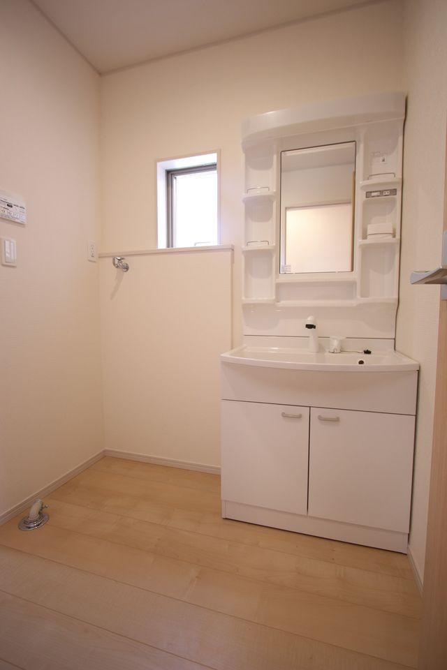 2階洋室は全てフローリング貼でお掃除楽々です。 全室2面採光で明るさも確保しております。 (同社施工例)