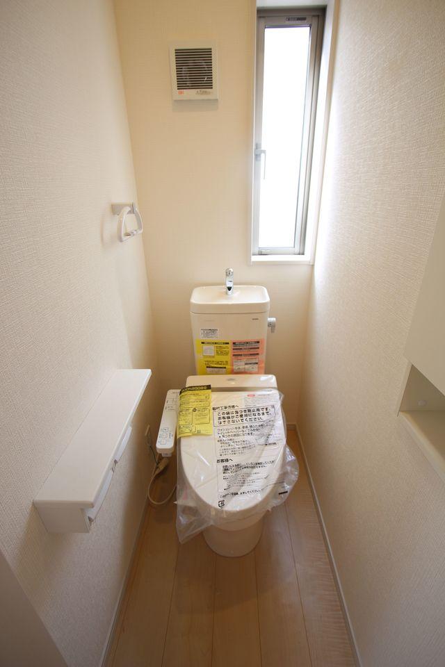 2階廊下にも収納を設置しました。 少しのスペースでも有効活用!! (同社施工例)