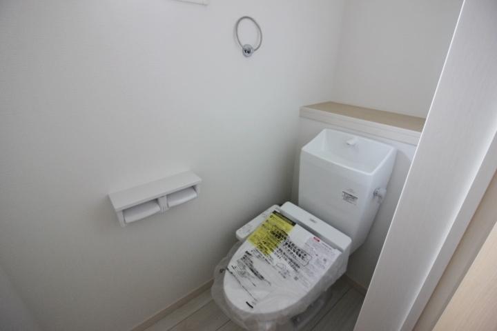 温水洗浄便座つきのトイレ。