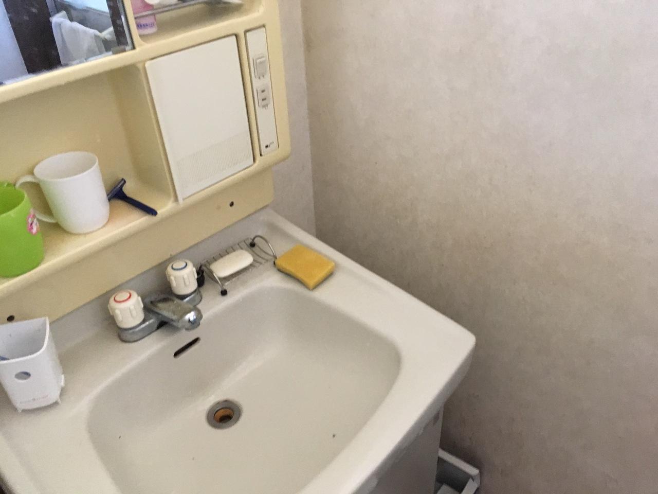 洗面スペースです。年数が経過しておりますので交換を推奨致します