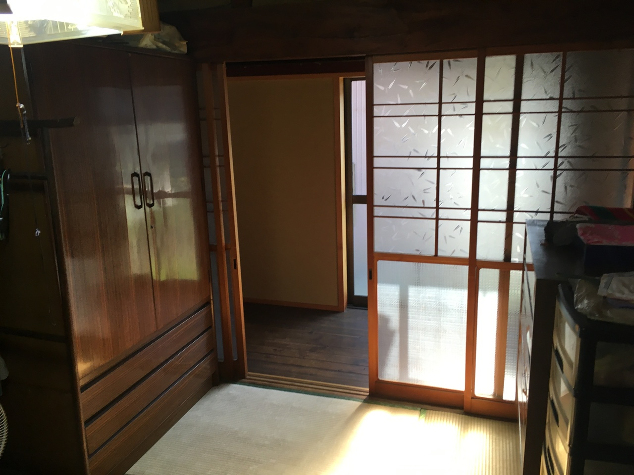 増築部分へと続く和室スペースです。 この上に小屋裏収納があります。