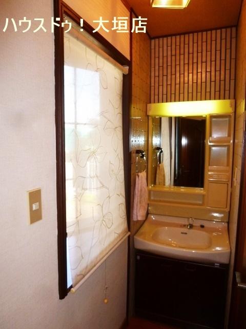 1階に洗面が2ヶ所。朝の支度時や就寝時に便利です。