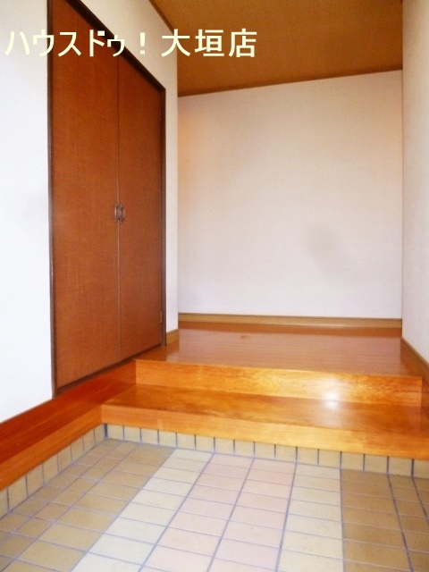 解放感のある玄関まわり。収納完備でお家の顔はいつでもスッキリ。
