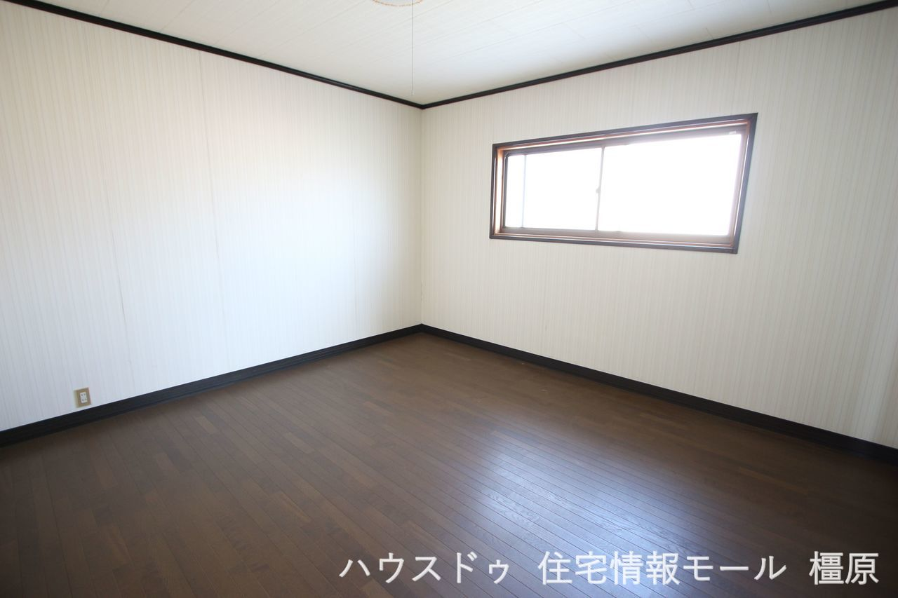 3階には2室の洋室がございます。 お子様のお部屋にいかがでしょうか。