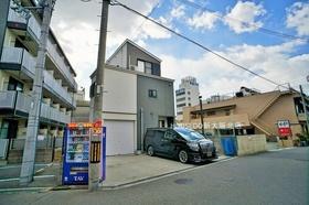 阪急神戸線「神崎川」駅 徒歩12分 前道広々・車の出し入れも楽々です♪