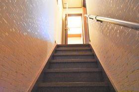 手すり付の階段なので、お子様からご年配の方まで安心して階段を使えます