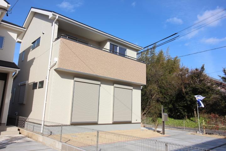 【外観写真】 知多市金沢字郷中 新築戸建て 3号棟 4LDK 駐車スペース 2台分 並列駐車可能