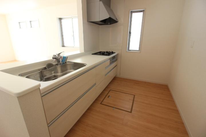 システムキッチン 耐久性があり、清掃性にも優れた 人造大理石カウンター 幅2550mm 3口ガスコンロ