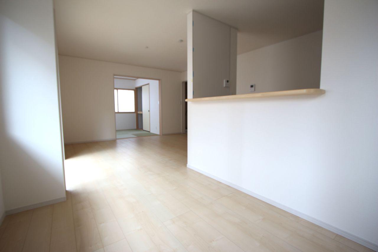 和室と合わせて21帖の大きな空間です。 お客様が大勢いらしても、ゆったりおくつろぎ頂けます。