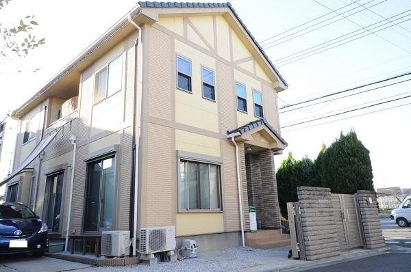 【外観写真】 川越市砂新田にございます、築6年築浅特選中古戸建です。オール電化住宅、床暖房完備、物置付と贅沢な物件です。ぜひお気軽にお問い合わせください。ご案内させていただきます!