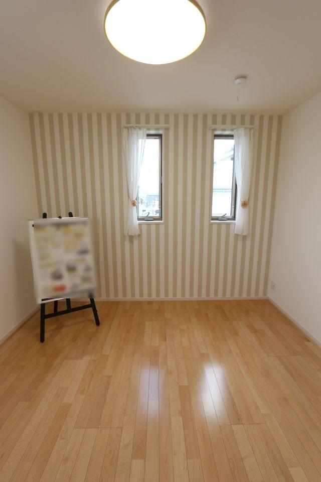 全室照明器具付き。 家具も価格に含まれておりますので 是非現地にてじっくりご覧下さい (小物は含まれておりません)