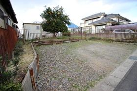 【外観写真】 小学校まで徒歩4分 生活施設が充実した閑静な住宅街に位置する建築条件なしの更地
