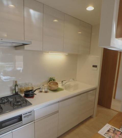 明るくて広いキッチンです♪ こちらは独立キッチンとなっております