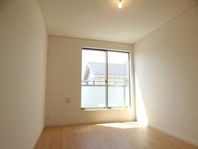◆洋室:L号棟(4/8撮影) 全居室南向きでまんべんなく陽射しが差し込み、明るいお部屋に!