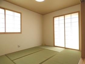 ◆和室:L号棟(4/8撮影) 和室のお部屋は小さなお子様のお世話にも大活躍!ご家族でゆったりのんびりできる空間としても! 廊下からも出入りできるので、客間としても活躍する和室です!