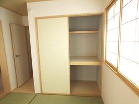 ◆和室収納:L号棟(4/8撮影) 和室の収納は押入れに。ご来客用のお布団の収納にも重宝します。クローゼットとは違う収納しやすさがありますね。